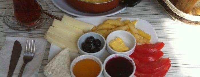 Tuna Cafe is one of Orte, die OrHaN gefallen.