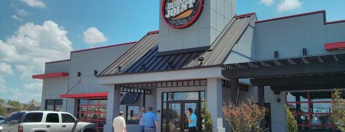 S & B Burger Joint is one of Lieux qui ont plu à Suzanne E.