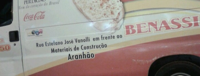 Hot Dog Benassi is one of สถานที่ที่ Jota ถูกใจ.