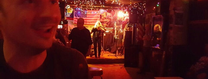 Hank's Saloon is one of New Neighb - Boerum Hill.