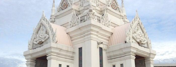 ศาลหลักเมืองสุราษฎร์ธานี is one of Posti salvati di Anna.