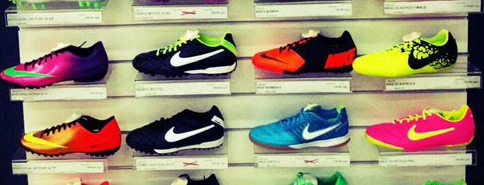 Nike is one of Locais curtidos por Mariya.