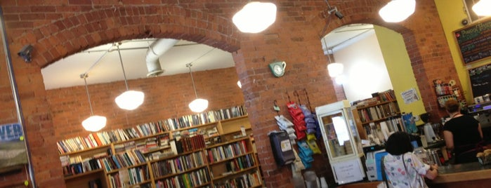 Book Trader Cafe is one of สถานที่ที่ Amaya ถูกใจ.