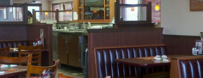 Denny's is one of สถานที่ที่ O. WENDELL ถูกใจ.
