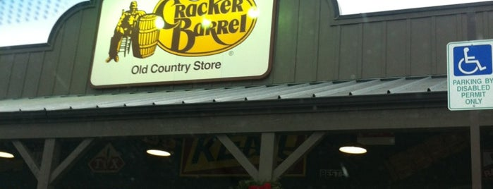 Cracker Barrel Old Country Store is one of Ross'un Beğendiği Mekanlar.
