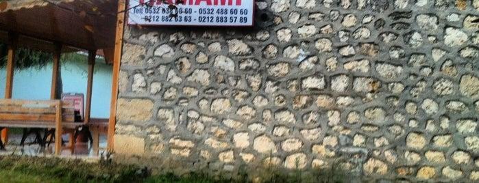 Büyükçekmece Tarihi Hamamı is one of Locais curtidos por Sinan.