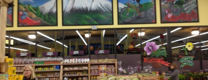 Trader Joe's is one of Locais curtidos por Susan.