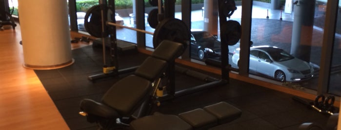 Six P Gym At Etihad Jumeirah is one of cliveさんのお気に入りスポット.