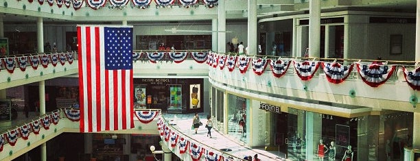 Fashion Centre at Pentagon City is one of Tempat yang Disukai Irina.