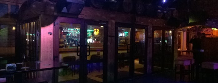 Hennessey's is one of Favorite Nightlife Spots.