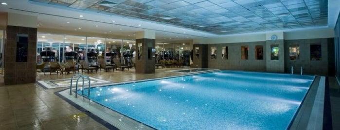Green Park Merter-Swimming Pool is one of Locais salvos de Marco.