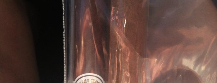 Leon Cigars is one of Locais salvos de Karl.