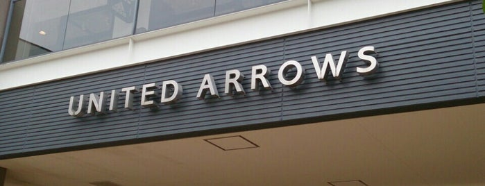 UNITED ARROWS Outlet is one of Locais curtidos por papecco2017.
