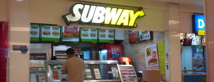 Subway is one of Tempat yang Disukai Vincent.