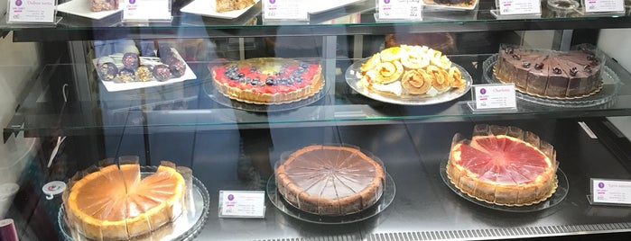 Low Carb Company - Cake Bar is one of Marta's Saved Places.