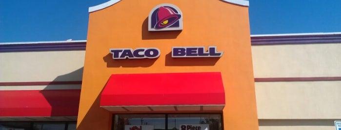 Taco Bell/KFC is one of Locais curtidos por Sean.