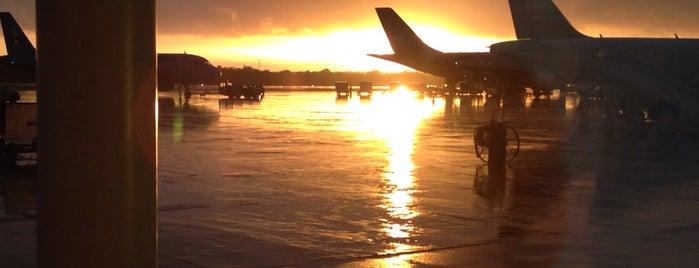 Aeropuerto Internacional de Cancún (CUN) is one of Cancun.