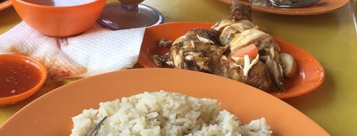 Restoran Shamsuri Nasi Ayam Singapura is one of Locais curtidos por Sholihin.