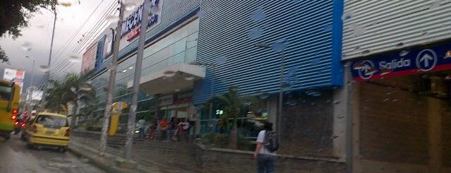 Homecenter y Constructor Bucaramanga is one of Locais curtidos por Vane.