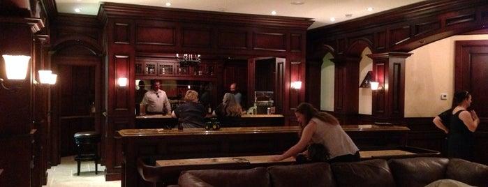 Hodgens Pub is one of Posti che sono piaciuti a Warren.
