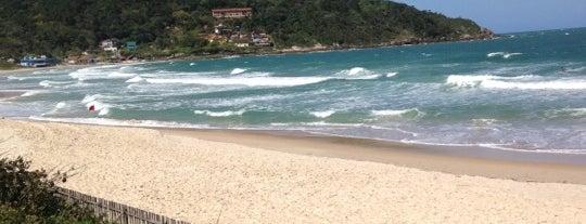 Praia de Quatro Ilhas is one of Bombinhas SC.