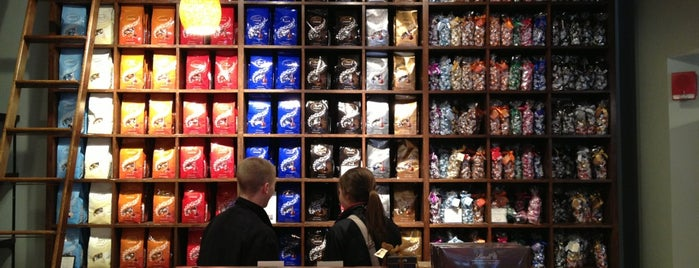 Lindt is one of Blakeさんのお気に入りスポット.