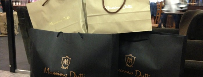 Massimo Dutti is one of Roman 님이 좋아한 장소.