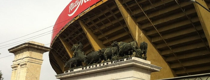 Monumental Plaza de Toros México is one of สถานที่ที่ Isabel ถูกใจ.