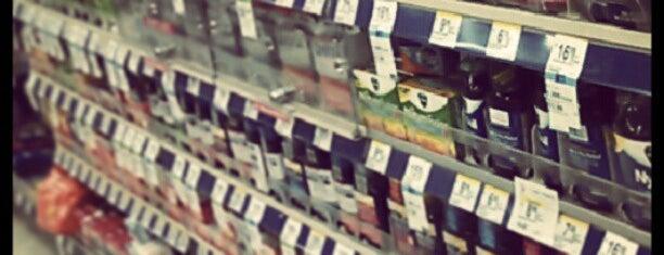 Walgreens is one of Lugares favoritos de Erika.