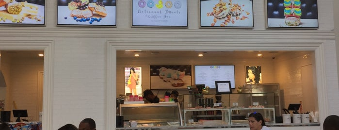 Artisanal Donuts & Coffee Bar By Sugar Factory is one of 🇺🇸 (New York • Desserts).