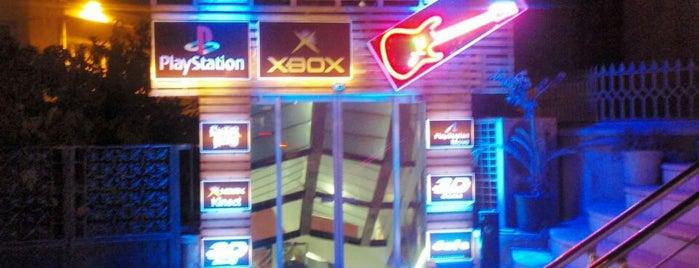 SIS Playstation House is one of Orte, die Yasmin gefallen.
