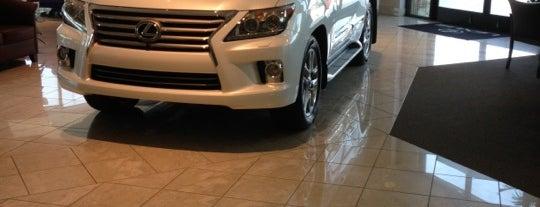 Crown Lexus is one of Lieux qui ont plu à Sara.