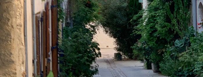 Villeneuve-lès-Avignon is one of สถานที่ที่ Leslie ถูกใจ.