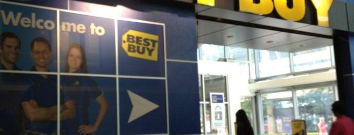 Best Buy is one of สถานที่ที่ Ethan ถูกใจ.