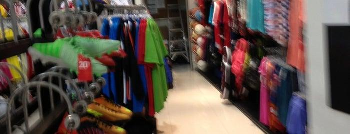 Nike is one of Orte, die Yolis gefallen.