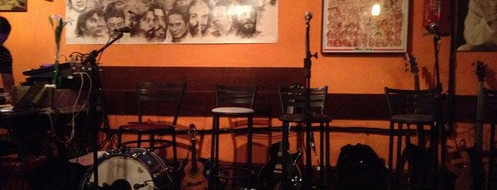Julinho Bar is one of Tempat yang Disukai Paulinha.