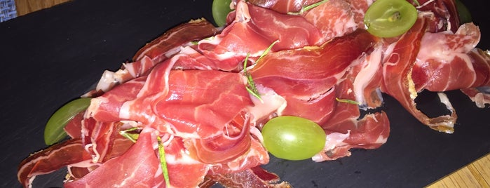 La T Gastrobar is one of Madrid - Restaurantes.