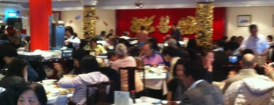 Wing Tai Restaurant is one of Tempat yang Disukai Raj.