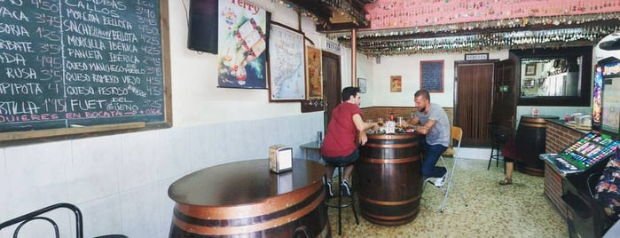 Bodega Carol is one of En Ocasiones Veo Bares Barcelona.