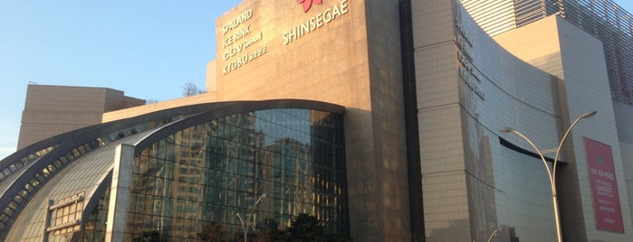 SHINSEGAE Department Store is one of Posti che sono piaciuti a Hayo.