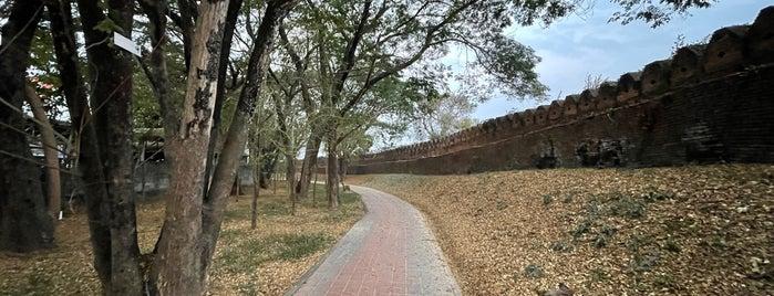 กำแพงเมืองเก่าน่าน is one of พะเยา แพร่ น่าน อุตรดิตถ์.