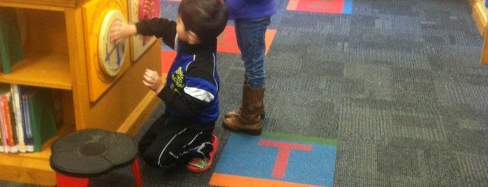 Everett Public Library is one of Posti che sono piaciuti a Erik.