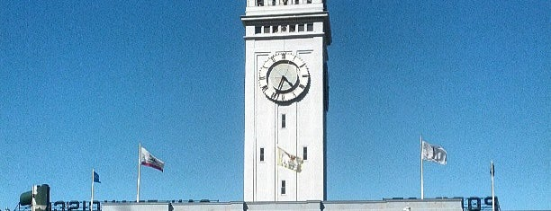 Ferry Building is one of Tempat yang Disukai Carrie.