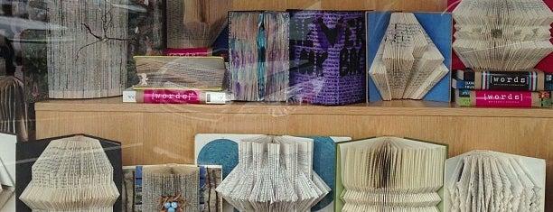 Words Bookstore is one of Tempat yang Disimpan Tender Roni.