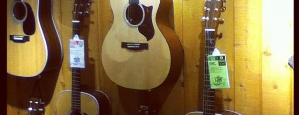 Guitar Center is one of Locais curtidos por Rishabh.