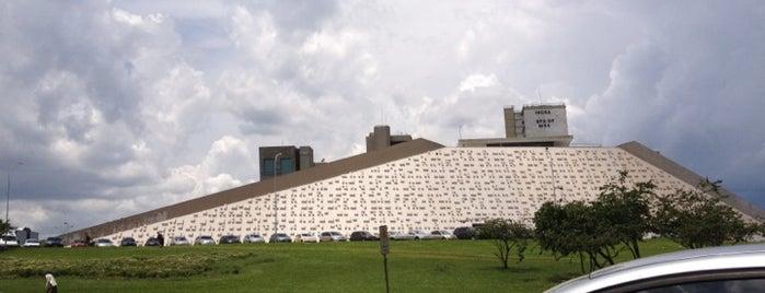 Teatro Nacional Cláudio Santoro is one of BSB.