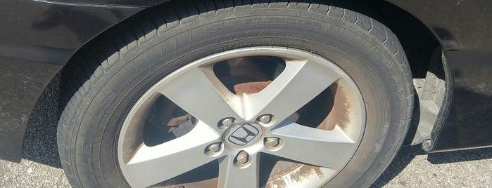 Discount Tire is one of Josh : понравившиеся места.
