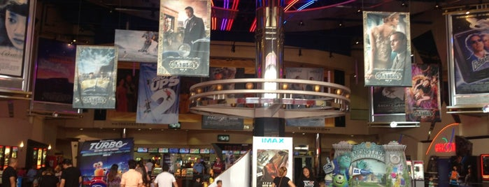 Regal Edwards Houston Marq*E Screenx, 4DX, IMAX & RPX is one of Posti che sono piaciuti a Daniel.