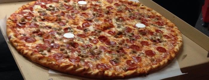 Big Boy's Pizza is one of Tempat yang Disukai Andy.
