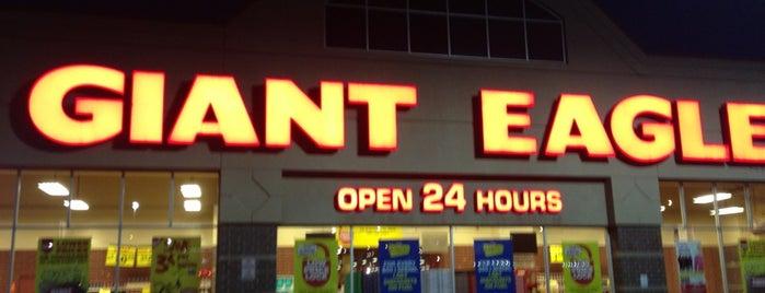 Giant Eagle Supermarket is one of Locais curtidos por Anna.